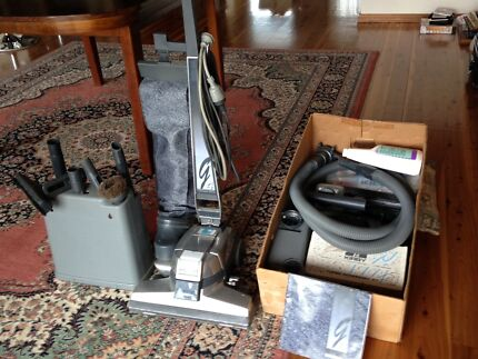 Kirby G4 vacuum cleaner with shampooer & all accessories.