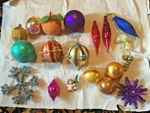 NIce! Lot of Nineteen (19) Vintage Christmas Ornaments - great diversity!