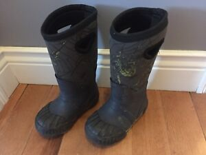 Boys size 9 cougar boots (like bogs)