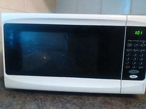 Good condition microwave Chipping Norton Liverpool Area Preview