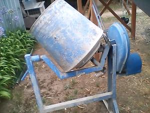 Cement mixer Bannockburn Golden Plains Preview