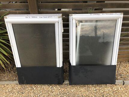 Aluminum awning style windows