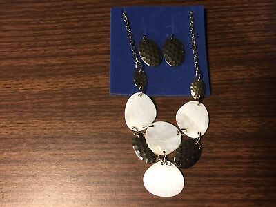 Gift Set Mother Of Pearl (Avon Mother of Pearl and Hammered Gold Tone Bib Necklace Gift Set)