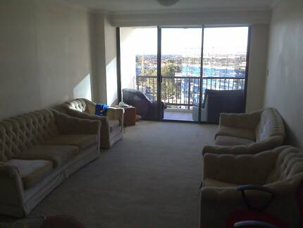 Room with balcony, gym, swimming pool in Hurstville