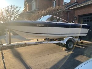 BOAT 17' FIBERLINE with TRAILER AS IS