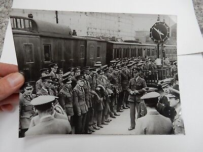 RAF AIRMEN RAILWAY PARIS  AUG 39   WW2 original Press Photo German 16 x 21 cm