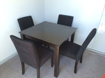 Solid Dining Table with 4 matching chairs Hampton Bayside Area Preview