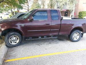 2000  Ford F-150 XLT Pickup Truck