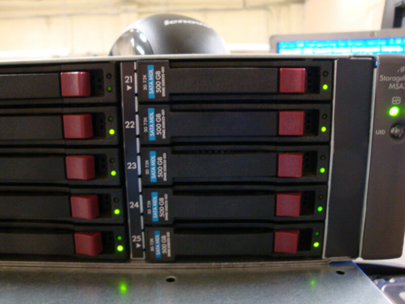 HP MSA70 SAS / SATA Array with  25 Slots