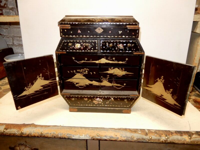 ANTIQUE CHINESE LACQUERED WOOD PAINT DECORATED JEWELRY CHEST CA. 1910
