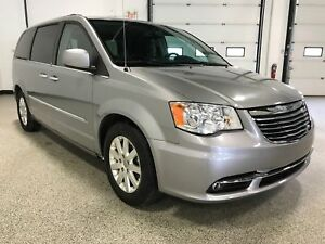 2013 Chrysler Town & Country Touring ACCIDENT FREE, STOW N' G...