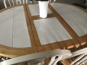 Table for sale 6 chairs !!!!