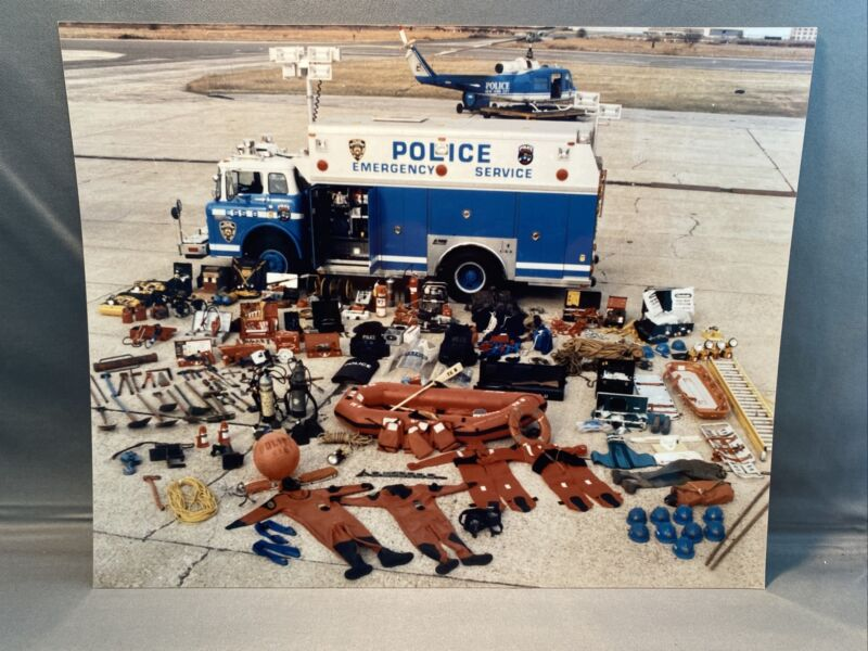 RARE 1980s PHOTO OF THE NYPD EMERGENCY SERVICE SQUAD TRUCK #8 AND ITS EQUIPMENT