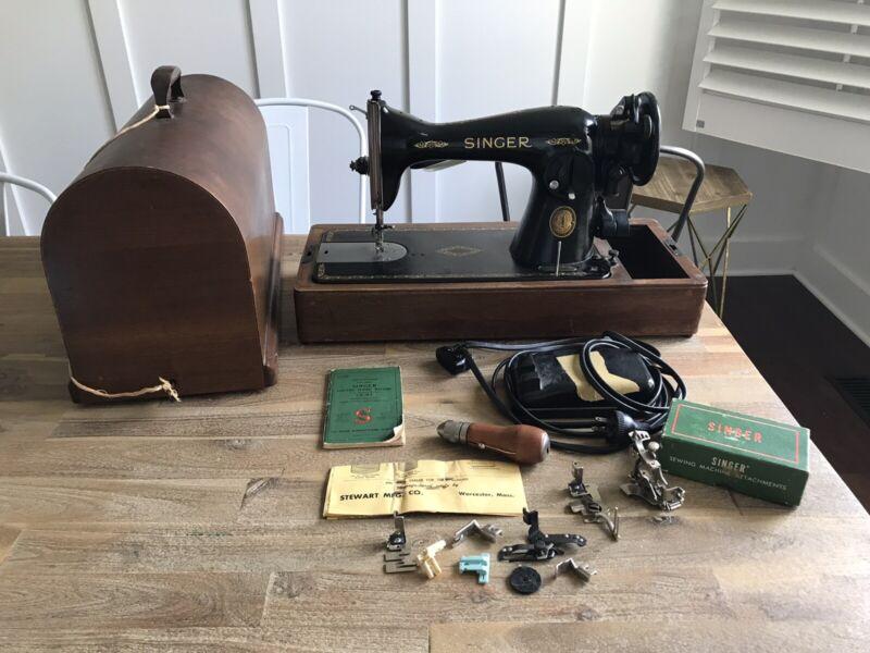 Singer 15-91 Heavy Duty Sewing Machine Gear Drive Wood Case W/ Extras Works !!