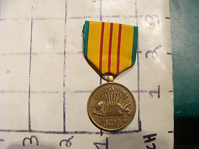 Medal  Republic Of Vietnam Service  United States Of America