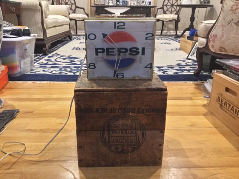Rare Vintage 1960's Pepsi Clock, It WorKs Union Made Local 714 Price Bros Inc .