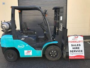 Only 400 hours on this immaculate 3 ton Baoli forklift. container mast