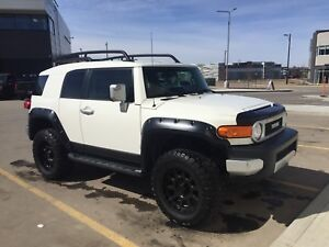 2012 FJ Cruiser  $33000 - Offer PENDING