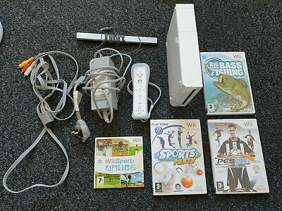 NINTENDO WII + CONTROLLER + 4 GAMES BUNDLE CONSOLE WII SPORT GOOD CONDITION