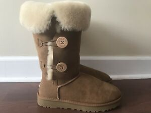 Ugg boots size 9, triplet Bailey button, like new