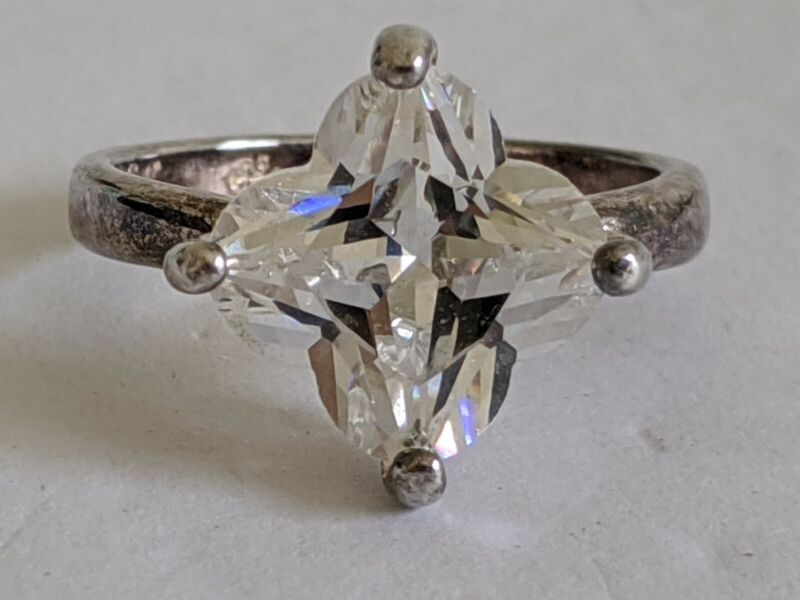 Pretty Vintage Signed Uncas Manufacturing Co. Silver Faceted Flower Crystal Ring