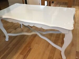 White & grey coffee table