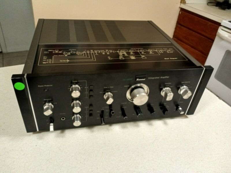 Vintage Sansui AU-9900 Integrated Amplifier  n excellent condition made in japan
