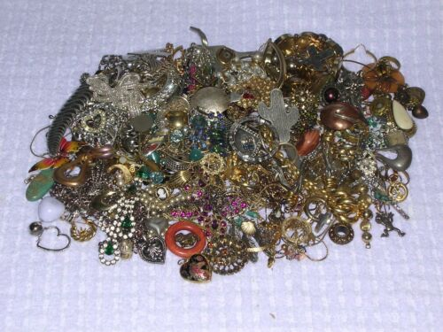 3 LB GRAB BAG JEWELRY LOT PARTS & PIECES FOR ART AND CRAFTS