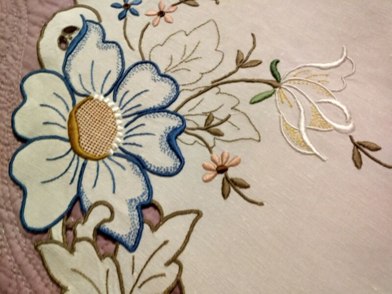 "Spectacular Cutwork and Embroidered Floral Madeira Linen Runner 21 1/2""x13 1/2"""