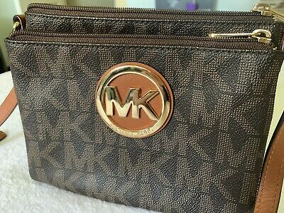 Michael Kors Builtin Wallet Purse
