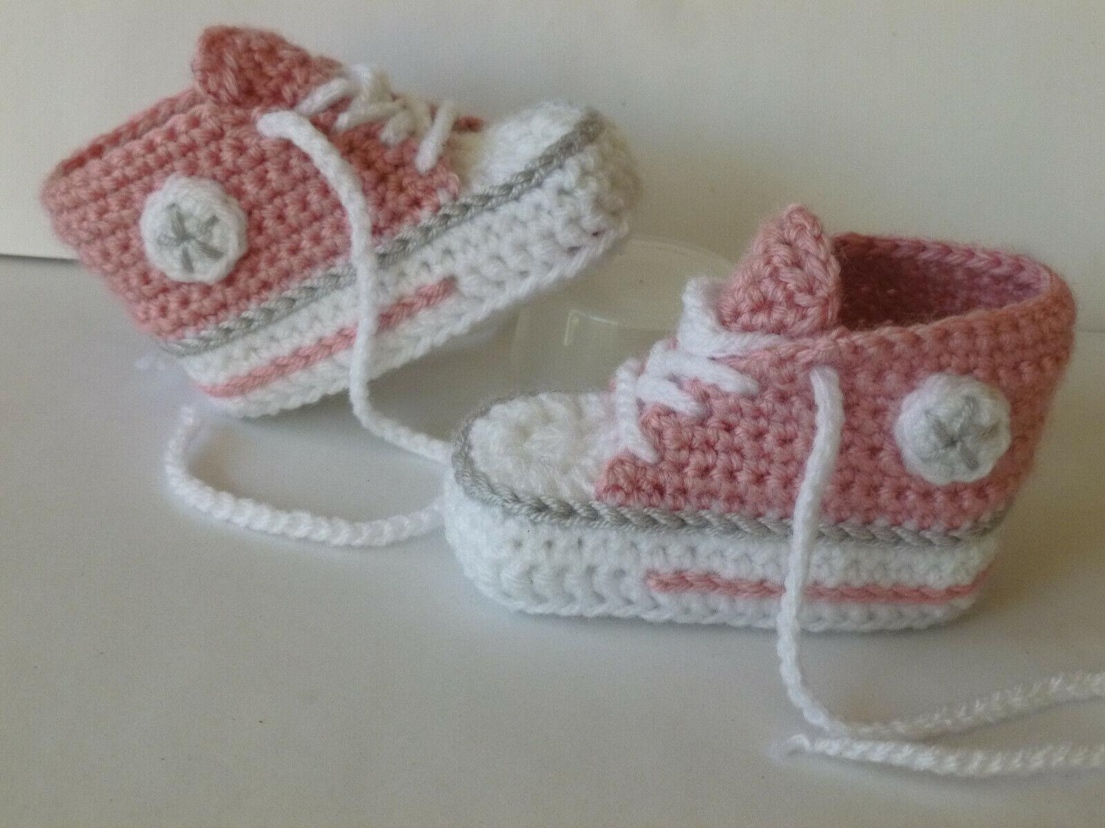 Gehäkelte, gestrickte  Babychucks, Babyschuhe, Socken  ca. 9 cm, NEU