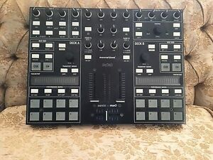 New DJs // Novation Twitch Controller (DJ Controller DJ Mixer)