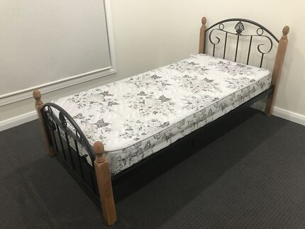SELLING SINGLE BED WITH FREE MATTRESS