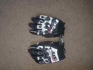 Mototbike gloves Carlton Kogarah Area Preview