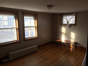 Big room available for rent in a 3 bedroom house