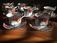 'Old Country Roses' Royal Albert 8 teacups & saucers