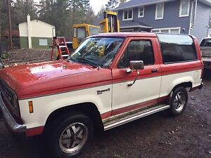 1986 Ford Bronco XLT $1500 sunroof 4X4