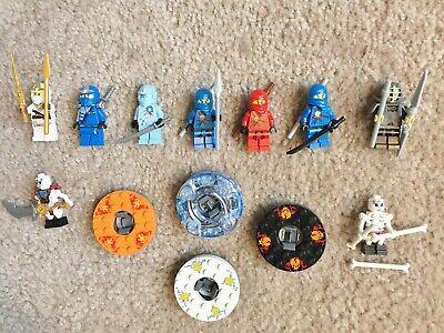 LEGO Ninjago lot >> 7 ninjas + 2 skeletons + 4 Spinjitzu spinners + 16 weapons