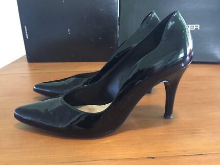 Jane Debster black heels