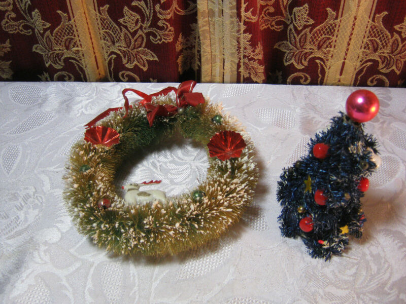 CHRISTMAS WREATH AND SMALL CHRISTMAS TREE DECORATION VINTAGE    T*