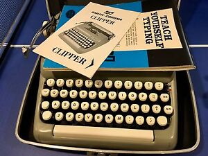 Smith Corona Clipper Typewriter Great Condition Case & Manual