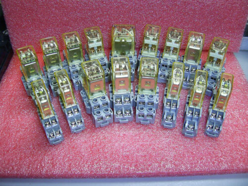 Lot 17 Assorted Idec Relays & Sockets RH2B-UL,RH3B-UL,RY225-U,RHIB-U & SOCKETS