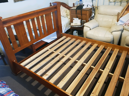 Queen bed timber frame and slates. Easy to assemble only 8 screws