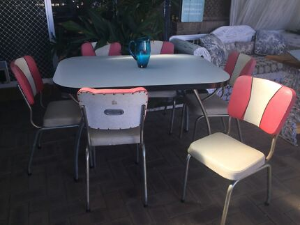 Beautiful retro dining suite table and 6 chairs