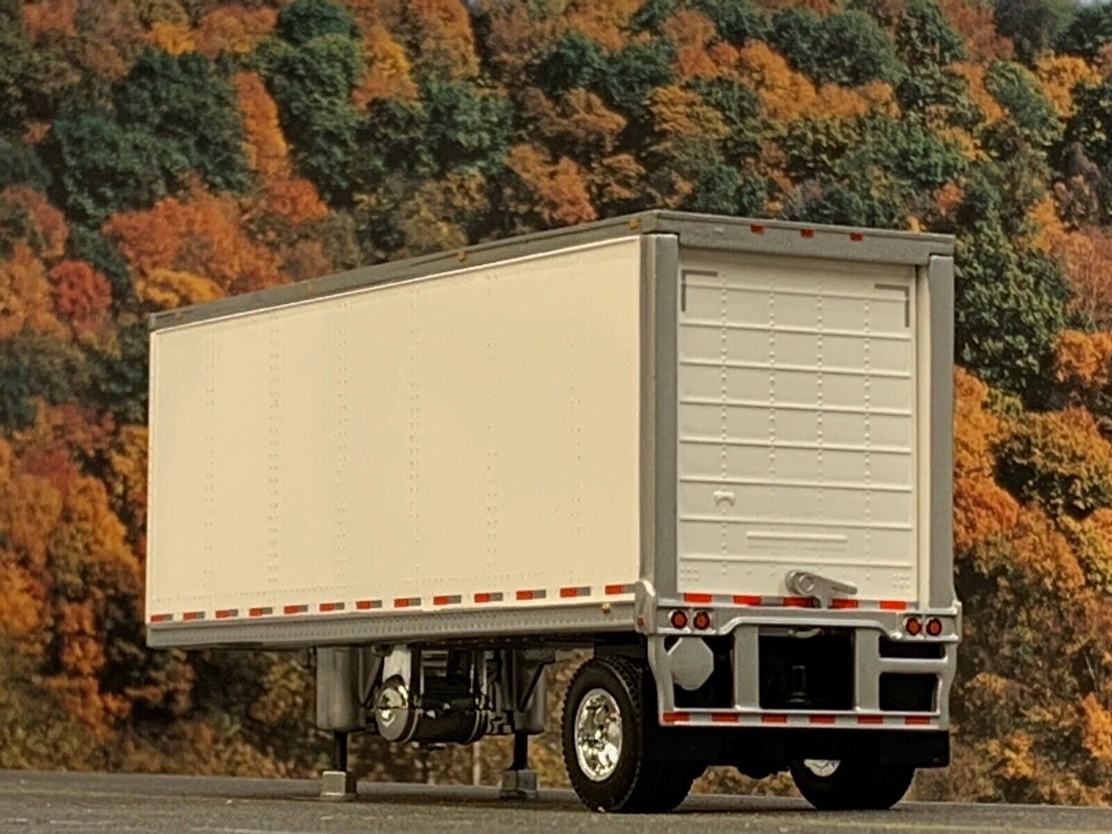 1/64 DCP WHITE WABASH CARRIER REEFER PUP TRAILER 1