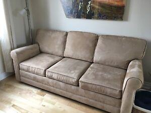 Divan-Lit et fauteuil avec section chaise-longue amovible 750$
