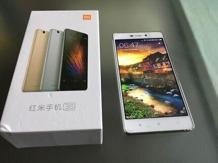 Xiaomi Redmi 3s with car holder