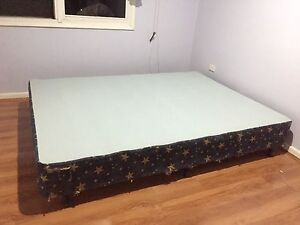Free queen size bed base Chatswood Willoughby Area Preview