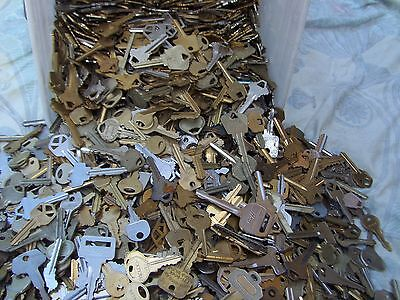 Lot of  Misc Cut  Keys 1.5 Pounds (LBS)  HOUSE,CARS.  Some old Art Craft..