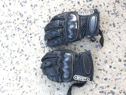 Motorbike riding gloves